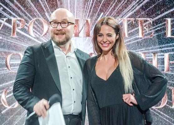 Ведучий шоу нагородження Павло Костіцин і ведуча музичного телеканалу M1 Емма Ді