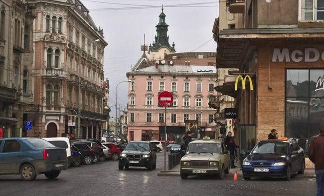 В украинском МакДональдз появятся официанты